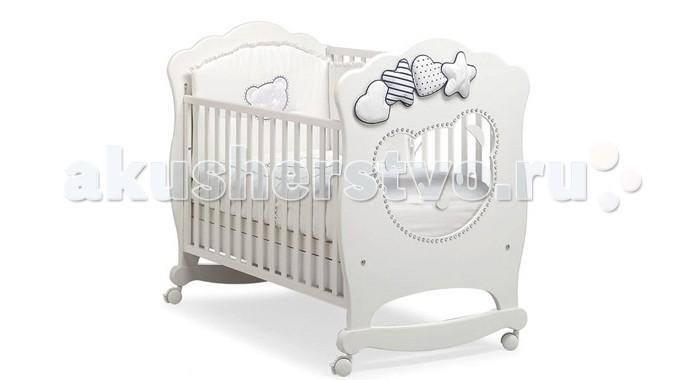 Детская кроватка MIBB MoonMoonДетская кроватка MIBB Moon   С 1968 года итальянская компания Mibb стремится воплотить в жизнь ваши мечты об идеальном интерьере детской комнаты. Их мебель отличается изящным внешним видом и высоким качеством сборки.  Детская кроватка Mibb Moon сделана из массива бука. Благодаря применению этого экологически чистого и прочного материала изделие сохранит первозданный вид и прослужит не одно десятилетие.  Все детали кроватки идеально отполированы, а также обработаны нетоксичными лаками и красками. Высококачественное покрытие, которое обладает защитными и декоративными свойствами, устойчиво к внешним воздействиям.  Лакокрасочные материалы, не вызывающие аллергические реакции, безопасны для здоровья вашего ребенка. Глянцевое покрытие защищает нежную кожу малыша от заноз.  У Mibb Moon нет острых углов, что значительно повышает безопасность эксплуатации кровати. Никаких ссадин и ушибов!  Детская кроватка оснащена дугами-полозьями для раскачивания, благодаря которым родители смогут убаюкать малыша, не прилагая особых усилий. Mibb Moon имеет четыре колеса, которые помогают перемещать кроватку по комнате.  Два из них оборудованы фиксаторами, позволяющими кроватке оставаться неподвижной. Ортопедическое ложе, которое состоит из деревянных реек, позволяет поддерживать позвоночник ребенка в анатомически правильном положении.  Дно не регулируется по высоте. Фасады кроватки сделаны из ламинированного МДФ. Одна из боковин Mibb Moon съемная, поэтому кроватку легко превратить в современный диван.  Передний бортик можно отрегулировать в 2-ух положениях по высоте или же просто снять. В Mibb Moon есть вместительный ящик из ДСП для хранения белья и предметов, необходимых в процессе ухода за крохой.  Спинки кроватки декорированы большой прозрачной аппликацией в форме мордочки медвежонка, контур которой украшают сверкающие кристаллы Swarovski. На стенках Mibb Moon красуются и мягкие сердечки и звездочки.  Кроватка-качалка Mibb Moon превратит детскую комнату в 