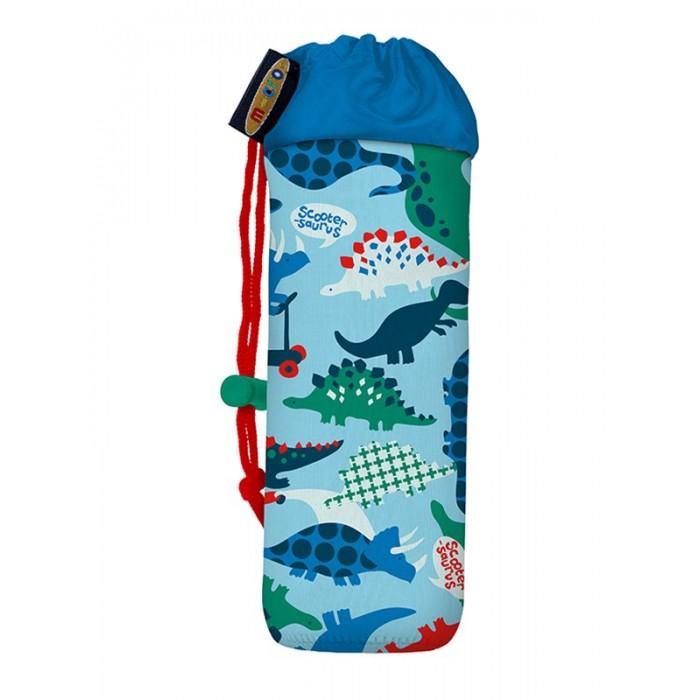 Micro Держатель для бутылочки BottleholderДержатель для бутылочки BottleholderЭта компактная и легкая сумка-чехол для бутылочки предназначена для фиксации на руль трехколесного самоката Micro. Изделие обладает ярким привлекательным дизайном. Чехол крепится к рулевой стойке с помощью специальных пластиковых крепежей (идут в комплекте). При необходимости изделие легко снимается.  Бутылочка с водой или другим напитком помещается внутрь держателя и удерживается посредством крепкой шнуровки, затягивающейся сверху чехла. Эта модель изготовлена из прочного синтетического материала, устойчивого к механическим повреждениям и выгоранию под воздействием ультрафиолетовых лучей. Внутрь сумки-чехла не проникают влага и дорожная пыль, кроме того, поверхность изделия отталкивает от себя любые загрязнения и не дает размножаться патогенным бактериям.  Держатель для бутылочки – это стильная и практичная вещь, которая повысит комфорт самокатчика во время катания. В любой момент ребенок или подросток сможет остановить свой самокат и утолить жажду из бутылочки, закрепленной на рулевой стойке. Чехол с логотипом Micro дополнит трехколесный самокат и повысит его эргономичность!<br>