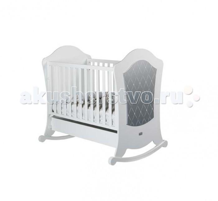 Детская кроватка Micuna Alexa Relax 120x60Alexa Relax 120x60Micuna Alexa – это смелые дизайнерские решения, плавные изгибы линий и оригинальный декор.  Для изготовления кроваток для детей и новорождённых испанская компания Micuna использует только экологически чистые материалы – они надёжны, долговечны и абсолютно безопасны для малышей. В основе мебели – массив бука или сосны. Элементы выполняются из МДФ – современного аналога ДСП, более практичного, не содержащего фенол и эпоксидные смолы. Все покрытия, используемые при изготовлении кроваток, нетоксичные – водная основа краски, лаков и клея не создаёт вредных испарений и безвредна для окружающих.   Не секрет, что в первые месяцы серьёзный дискомфорт малышам доставляет срыгивание после грудного кормления, особенно в период болезни или простуженного состояния. В этих случаях педиатры советуют немного приподнимать матрас – это поможет предотвратить спазмы и улучшит дыхание ребёнка. Специально для этого компания Micuna разработала систему Relax, которая характеризуется своей удивительной простотой. Теперь Вы можете регулировать уровень наклона ложа легко и быстро, не снимая матрас и постельное бельё.   Преимущества Relax: облегчает дыхание малыша при простуде;  снижает накопление газов;   Основные характеристики: материал: бук, МДФ;  система Relax – угол наклона матраса регулируется в двух положениях;  безопасное расстояние между ламелями 45-65 мм;  закрытые шурупы и болты;  используются нетоксичные краски на водной основе;  в комплект не входит ящик для кровати, его можно заказать дополнительно.   Для этой кроватки подойдут:  матрас: 117х59 см (в комплект не входит, можно заказать дополнительно);  постельные принадлежности: 120х60 см (в комплект не входят, можно заказать дополнительно).<br>