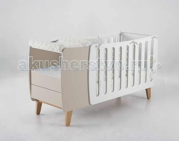 Комплект для кроватки Micuna Бортики и покрывало Harmony 120х60Бортики и покрывало Harmony 120х60Набор Micuna Harmony покрывало+борт 120*60   Натуральный хлопок самой тонкой выделки, мягкий и гипоаллергенный, не раздражающий самую чувствительную детскую кожу – текстильная коллекция Micuna создана специально для малышей. Нежные и приятные на ощупь ткани окутают ребёнка заботой и будут охранять его покой в минуты чуткого сна. Текстильные комплекты и аксессуары выполнены из 100% хлопка, в качестве наполнителя для мягких бортов и подушечек используется холлофайбер. Это полиэстеровое волокно, скрученное в пружинки, более практично и обладает большей теплоизоляцией, нежели полиэстер. Весь текстиль Micuna хорошо стирается и быстро сохнет, что особенно важно в первые месяцы жизни малыша.  Основные характеристики: 100% хлопок наполнитель – холлофайбер гипоаллергенные материалы и краски мягкие бортики  Размер бампера (ДхВ): 180х40 см.<br>