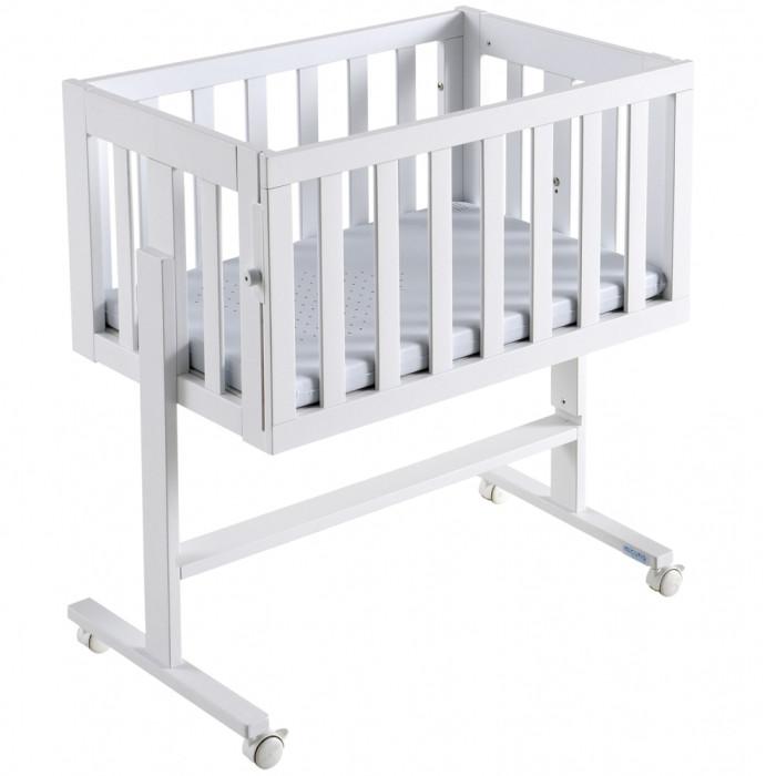 Колыбель Micuna Cododo МО-1639Cododo МО-1639Новорождённые и очень маленькие дети часто просыпаются, именно поэтому так важно, чтобы ребёнок имел возможность спать рядом с Вами – в одной кровати или в непосредственной близости. Благодаря колыбели Micuna Cododo Ваш малыш всегда будет находиться рядом, в полной безопасности. Эта колыбель идеально подходит для периода грудного вскармливания.   Основные характеристики:   - колыбель-трансформер для новорождённого;  - колыбель можно превратить в письменный стол;  - разбирается без дополнительных инструментов, можно использовать в качестве полки;  - регулирование высоты на 14 уровнях – возможность установить высоту от уровня пола до верхнего края матраса;  - боковые стенки опускаются в 4 положениях;  - материал: натуральный бук;  - нетоксичные лаки и краски на водной основе, безопасные для малыша и родителей;  - в комплект входит матрасик с системой против удушья.   Технические характеристики:  - размеры внешние (ДхВхШ): 84х67,2-88х53 см;  - размеры внутренние (ДхВхШ): 73,4х36х48,3 см.<br>