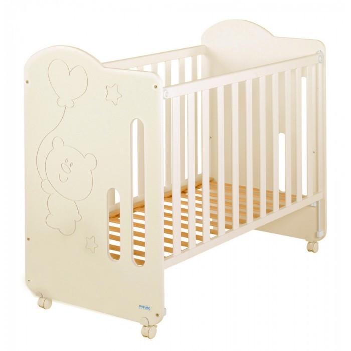 Детская кроватка Micuna Globito 120x60Globito 120x60Micuna Globito 120x60  Очаровательная кроватка Micuna Globito с первого взгляда покорит и вас, и малыша. Мягкие классические цвета, плавные линии, на передней спинке кровати – резной рисунок в виде звёздочек и трогательного медвежонка с воздушным шариком. Micuna Globito прекрасно впишется как в классический, так и в современный интерьер.   Кроватки испанской компании Micuna изготавливаются в Валенсии из экологически чистых материалов. В первую очередь, это бук – традиционное дерево для мебели и музыкальных инструментов. Элементы из МДФ – материала, созданного без применения эпоксидных смол и фенола на основе природного полимера лигнина, дополняют конструкцию. Краски и лак, которыми покрывают кроватки, приготовлены из натуральных компонентов и не создают вредных испарений.   Основные характеристики:  бортик кроватки опускается;  ложе регулируется по высоте – 2 позиции;  посредством снятия бортика кроватка легко превращается в диванчик;  материал: бук, МДФ;  в комплект не входит ящик для кровати, но его можно заказать дополнительно.   Размеры:  кроватка (ДхВхШ): 121х106х66 см;  матрас: 117х57 см (в комплект не входит, можно заказать дополнительно);  постельное бельё: 120х60 см (в комплект не входит, можно заказать дополнительно). Вес с упаковкой (брутто): 24,25 кг<br>