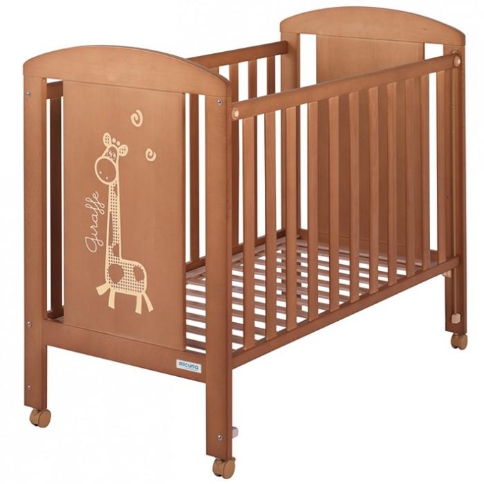 Детская кроватка Micuna Sabana 120х60Sabana 120х60Кроватка Micuna Sabana 120х60 выполнена из натурального бука, покрыта безвредными для детского здоровья красками и лаками из натуральных компонентов на водной основе  Для изготовления кроваток для детей и новорождённых испанская компания Micuna использует только экологически чистые материалы – они надёжны, долговечны и абсолютно безопасны для малышей. В основе мебели – массив бука или сосны. Элементы выполняются из МДФ – современного аналога ДСП, более практичного, не содержащего фенол и эпоксидные смолы. Все покрытия, используемые при изготовлении кроваток, нетоксичные – водная основа краски, лаков и клея не создаёт вредных испарений и безвредна для окружающих.  Основные характеристики: бортик кроватки опускается ложе регулируется по высоте – 2 позиции посредством снятия бортика кроватка легко превращается в диванчик материал: бук, МДФ в комплект не входит ящик для кровати, но его можно заказать дополнительно  Размеры (ДхВхШ): 120х100х66 см<br>