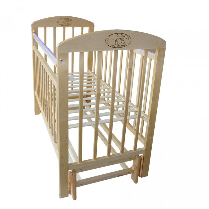 Детская кроватка Ивашка Мой малыш 9 (маятник продольный)Мой малыш 9 (маятник продольный)Кроватка детская Ивашка Мой малыш 9 выполнена из экологичных, гипоаллергенных материалов. Кроватка обладает высоким качеством и комфортом, как для ребенка, так и для родителей. Благодаря современному дизайну и спокойной, мягкой расцветке она впишется в интерьер любой спальни или детской комнаты.  Кровать изготовлена из массива березы Механизм маятника продольный Положение боковой планки регулируется опускающимся устройством Боковая стенка съемная Специальная защитная накладка на бортиках Есть фиксатор, предотвращающий раскачивание кроватки Двойной уровень поддона Днище - реечное  Внутренний размер 120х60 см Размеры (ШxДxВ) 70x125x109 см   Внимание! На фотографии представлен поперечный маятник!<br>