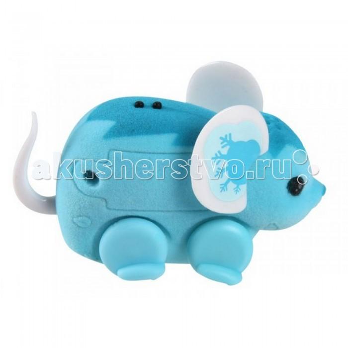 Интерактивная игрушка Little live Pets МышкаМышкаПознакомьтесь с новым поколением интерактивных игрушек, изображающих забавных животных от бренда Little Live Pets.  Эти мышки сделаны из прочного пластика, покрытого флоком. Ткань приятна на ощупь, хотя и напоминает шерстку настоящего мышонка. Вместо лапок у него  колесики. Благодаря колесам мышка легко и быстро перемещается, разворачивается по кругу. Если мышка засыпает, ее нужно погладить по спинке. Там у нее расположен сенсор. Кнопка включения расположена на месте рта.  Мышка умеет издавать звуки, так похожие на настоящий писк и фырканье, и продолжит свое движение.  Игрушка развивает внимательность, фантазию и мелкую моторику. Она рекомендована детям от 5 лет.  Внимание! Игрушка работает от батареек AG13 (LR44). Они входят в набор и уже вставлены в игрушку. Отслужившие свое батарейки можно самостоятельно заменить. Крышка отсека батареек расположена на правом боку мышки. Если ребенок не планирует играть с мышкой долгое время, то батарейки рекомендуется извлечь и хранить отдельно от игрушки. Блистерная упаковка имеет отверстие для тестового запуска игрушки.<br>