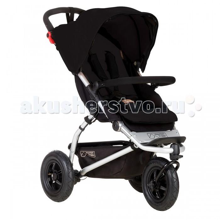 Прогулочная коляска Mountain Buggy SwiftSwiftПрогулочная коляска Mountain Buggy Swift – самая компактная коляска Новозеландской Компании. Ширина этого чуда – всего 59 см. При этом она сохранила все качества: плавный ход, отличную управляемость, эргономичное сидение, прочнейшую раму и небольшой для прогулочной коляски вес.  Особенности: Прочный силовой каркас - залог Вашей уверенности при любых обстоятельствах. Облегченная конструкция для того, чтобы можно было взять эту коляску с собой в дальнее путешествие Надувные, как на горных велосипедах, колеса с шинами увеличенного диаметра для уверенной проходимости и еще более плавного хода по любым дорогам. Удобное, раскладывающееся в горизонтальное положение, сидение для комфортного отдыха и здорового сна Возможность установки автокресла гр. 0/0+ или блока для новорожденных. Колеса вращающееся на 360 гр. переднее колесо с функцией фиксации в одном положении для маневренности на асфальте и проходимости по глине, щебню и песку Экологически - чистая, дышащая, легко снимающаяся для чистки обивка. Теперь ваша коляска всегда как новая Эргономичный ножной тормоз для уверенной парковки на горках и склонах Смотровое окошко для мамы и встроенный в капор дополнительный противосолнечный козырек для ребенка Пятиточечные ремни безопасности с секретной кнопкой для мамы Снимающийся с возможностью изменения по высоте бампер Ручка 78-106 см Вес коляски 9,5 кг Размеры коробки 101х48х21 см Вес коробоки 15 кг<br>