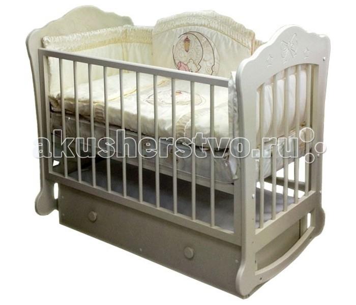 Детская кроватка Можгинский лесокомбинат Амалия (поперечный маятник)Амалия (поперечный маятник)Детская кроватка Можгинский лесокомбинат Амалия сочетает в себе интересный дизайн и качественные материалы. Ведь кроватка изготовлена полностью из натурального дерева - берёзы. Детская кроватка с поперечным маятниковым механизмом качания.  Оригинальный дизайн многим придётся по душе, резьба по дереву на спинках и фасаде ящика в виде очаровательного бантика со звёздочками.  Детские кроватки из березы отличаются высочайшим качеством и благородством, поэтому модель «Амалия» точно подойдет для вашего первенца и прослужит еще не один десяток лет для последующих малышей. Ее удобно зафиксировать благодаря маятниковому механизму качания. Кроватка «Амалия» хороша и тем, что у нее опускается боковое ограждение, имеются три уровня ложа, ну и, конечно же, выдвижной ящик, куда можно поместить детские вещи или постель. Сделайте свой выбор в пользу долговечности и высокого качества!  Особенности:  Размер матраса: 120&#215;60 см; три уровня ложа; три уровня опускания передней подвижной стенки; скрытый механизм опускающегося бокового ограждения; две съёмные рейки в подвижном ограждении; выдвижной ящик с основанием; маятниковый поперечный механизм качания (фиксируется); материал: натуральная древесина (береза); сертификат экологической безопасности;<br>