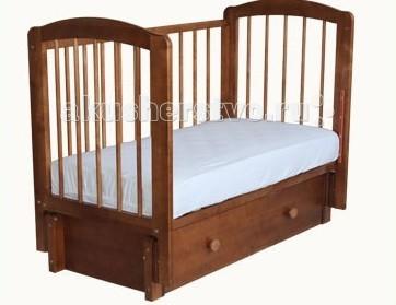 Детская кроватка Можгинский лесокомбинат Кристина (продольный маятник)Кристина (продольный маятник)Детская кроватка Можгинский лесокомбинат Кристина - имеет продольный маятниковый механизм с бесшумным ходом, в котором применяются только качественные подшипники. Детская кроватка для новорожденного «Кристина» имеет 3 уровня ложа, которые позволяют менять высоту основания кроватки в зависимости от вашего желания. Подняв основание кроватки на самый высокий уровень, вы сможете максимально легко извлекать малыша из кроватки. Когда ребенок подрастет и ему потребуется больше пространства — просто опустите уровень ложа. Передняя подвижная стенка кровати также имеет 3 уровня опускания и две съёмные палочки. Кровать детская «Кристина» выпускается в двух модификациях: с одним или с двумя ящиками.  При желании можно снять ограждение кроватки, тогда малыш будет ложиться в кроватку самостоятельно.  Такая детская кроватка, как «Кристина», твердо стоит на полу и имеет между планками решетки безопасное расстояние (менее восьми сантиметров). Высота дна также регулируется по росту ребенка в трёх положениях. Что удобно для мамочек, в «Кристине» внизу есть глубокий ящик, предназначенный для пеленок, ползунков и детской постели. Выберите свой понравившийся цвет и сделайте выбор в пользу простоты и надежного качества! Выполненная из натуральной древесины, детская кроватка «Кристина» не вызывает аллергических реакций у детей даже в самом раннем возрасте.  Особенности:  размер матраса: 120&#215;60 см; три уровня ложа; три уровня опускания передней подвижной стенки; скрытый механизм опускающегося бокового ограждения; две съёмные рейки в подвижном ограждении; выдвижной ящик с основанием; маятниковый продольный механизм качания; материал: натуральная древесина (береза); сертификат экологической безопасности.<br>