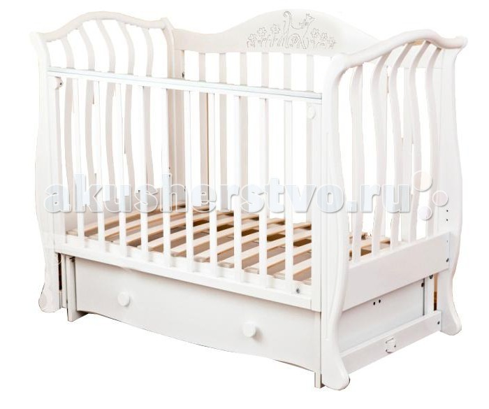 Детская кроватка Можга (Красная Звезда) Юлиана С-878 (маятник поперечный)Юлиана С-878 (маятник поперечный)Поистине королевская кроватка, рассчитанная на самый взыскательный вкус и выполненная в оригинальном дизайне, сочетает в себе все необходимые для удобства мамы и малыша функции.  Стильный внешний вид с изящными линиями, повторяющими форму раскрывшегося цветка и возможность трансформирования в детский диванчик позволят кроватке занять центральное место в любой детской комнате.   Материал: массив твердолиственных пород древесины. Отделка красителями на водной основе, применяются безопасные полиуретановые лаки и эмали.  Тип: маятниковый механизм поперечного качания.  Ортопедическое ложе кроватки регулируется по высоте в трех положениях.  Закрытый глубокий ящик для хранения детских принадлежностей и игрушек исключит запыление.  Не секрет, что ребенок любит попробовать все на зуб, поэтому мы применяем на верхней планке бокового ограждения защитную накладку,которая защитит кроватку от острых зубов малыша и вместе с тем предохранит от повреждения десны и зубки малютки.  Для того, чтобы опустить боковое ограждение нужно одновременно отжать ручки с обеих сторон ограждения.  В данной модели кровати установлены 2 подпружиненные стойки, которые можно легко убрать, чтобы ребенок мог самостоятельно укладываться спать.  Сняв боковое ограждение, кроватка с легкостью превращается в изящный детский диванчик.<br>