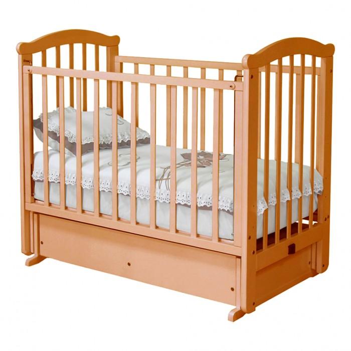 Детская кроватка Можга (Красная Звезда) Ирина С-625 (маятник поперечный)Ирина С-625 (маятник поперечный)Детская кроватка Можга Ирина С-625 выполнена в несколько необычном дизайне. Маятниковый механизм поможет вам легко убаюкать малыша.   Характеристики: детская кровать имеет маятниковый механизм поперечного качания  кроватка включает удобный закрытый ящик для хранения детских игрушек, постельного белья и других принадлежностей  три уровня ложа детской кровати опускающаяся боковина на верхней планке бокового ограждения защитная накладка, которая защитит кроватку от острых зубов малыша и вместе с тем предохранит от повреждения десны и зубки малютки.   Размер: 125х70х110 см<br>