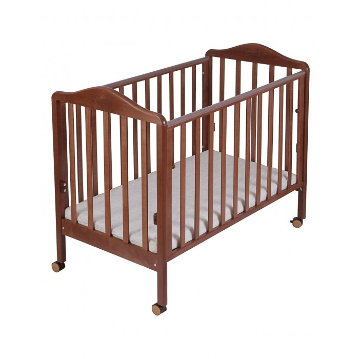 Детская кроватка Наша Мама Джулия (колесо-качалка)Джулия (колесо-качалка)Кроватка Джулия с максимально воздушным дизайном снабжена опускающейся боковиной, чтобы было удобно доставать ребенка из кроватки.  Дно кроватки реечное, свободно пропускает воздух к матрасу. Его можно установить в двух различных по высоте положениях. В данной модели отсутствует ящик для белья, что облегчает конструкцию и вес изделия. Имеется защитная накладка из ПВХ. Качалка и колеса в комплекте.  Размер 125&#215;67&#215;98см.  Все кроватки «Наша мама»  изготавливаются из натуральной березы. Эта порода идеально подходит для детской мебели. Благодаря гибкости и твердости, изделия из березы не подвержены изломам, вмятинам, что исключает травмирования ребенка и гарантирует достойный внешний вид кроватки в течение длительного времени.<br>