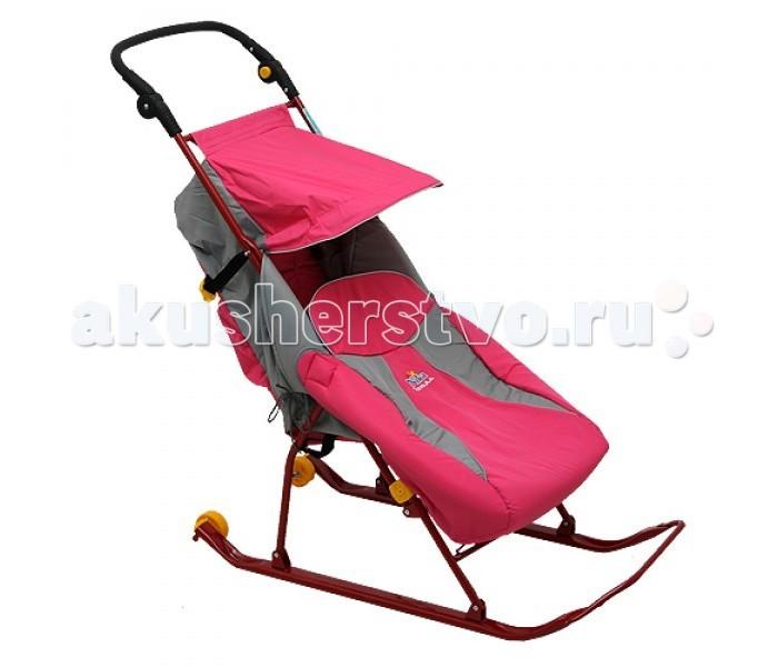 Санки-коляска Ника Тимка 2 КлассикТимка 2 КлассикСанки-коляска Тимка 2 Классик предназначены для перевозки детей в положении сидя.  Чехол выполнен из влагонепроницаемого износоустойчивого полиэстера.  Прочный и легкий металлический каркас, легко складывается.  Широкие полозья обеспечивают легкое скольжение по снегу.  Характеристики: плоские полозья 40 мм трехточечный ремень безопасности складной козырек плавная регулировка спинки чехол для ног светоотражающий кант колесо для удобной транспортировки ручка с регулировкой угла наклона<br>