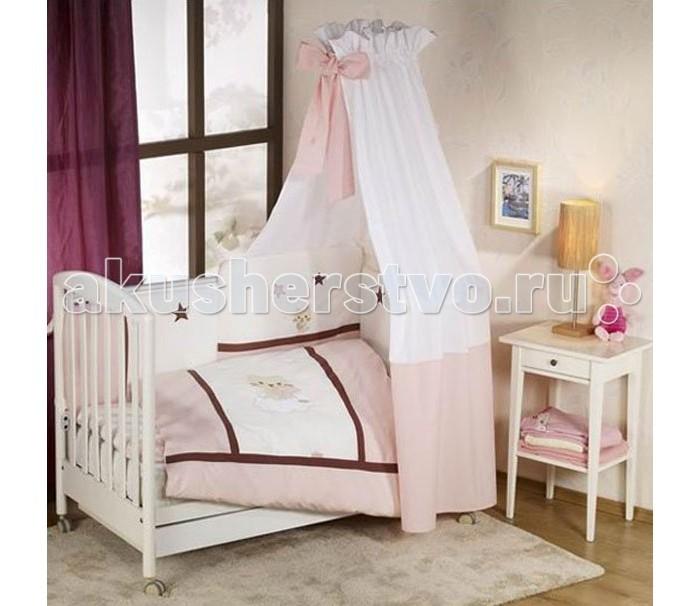 Комплект для кроватки Nino Gatito (6 предметов)Gatito (6 предметов)Особенности Nino Gatito: детское постельное белье было разработано специально для того, чтобы обеспечить новорожденному спокойный сон, так необходимый для правильного развития. Особое внимание посвящено качеству и мягкости хлопчатобумажной ткани. Она характеризуется практичностью в использовании, а также простотой стирки и глаженья благодаря применению совершенной системы Easy Wash, обеспечивающей сохранение первоначальной формы борта.  Материал: 100% хлопок, наполнение - полиэстер  В комплекте 6 предметов:   пододеяльник (135 х 100)  наволочка (60 х 40)  одеяло (135 х 100)  подушка (60 х 40)  борт: 195 см (на половину кроватки)   простыня с резинкой<br>