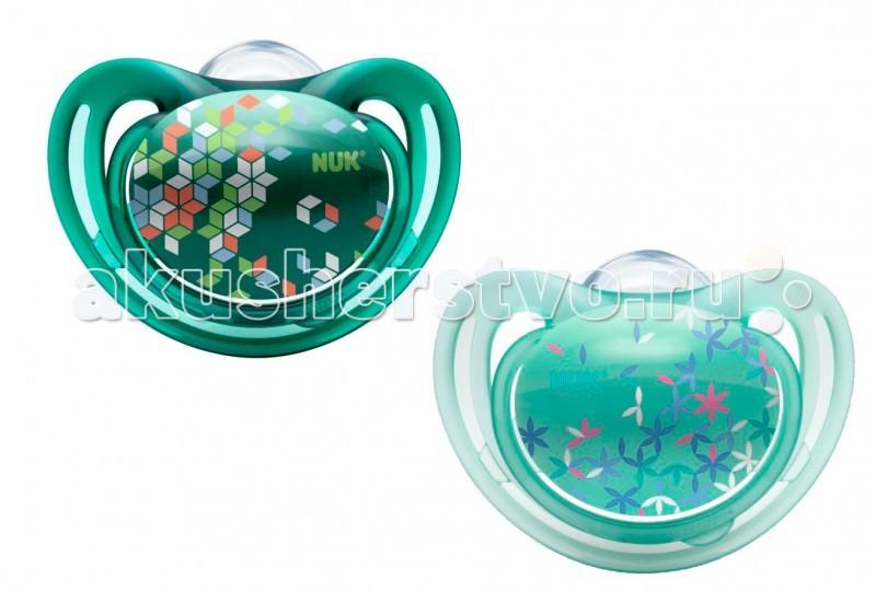 Пустышка Nuk ортодонтическая силиконовая для сна FreeStyle размер 2 (6-18 мес.) 2шт.ортодонтическая силиконовая для сна FreeStyle размер 2 (6-18 мес.) 2шт.Силиконовая ортодонтическая пустышка NUK FreeStyle. Продукция серии NUK Freestyle порадует каждого, так как все продукты не только привлекают внимание, но и досконально продуманы.  Особенности: Ортодонтическая форма пустышки полностью повторяет форму соска матери во время кормления и позволяет кормить ребенка естественным способом. Благодаря анатомической форме пустышка идеально подходит по форме к ротовой полости.  Пустышка оснащена специальным клапаном NUK AIR SYSTEM, благодаря которому соска остается мягкой и не теряет форму даже тогда, когда из нее выходит воздух.  Изготовлена из высококачественного силикона. Силикон - прочный гипоаллергенный материал, который не вступает в химическую реакцию со слюной, хорошо стерилизуется, не теряет форму и не впитывает запахи.<br>