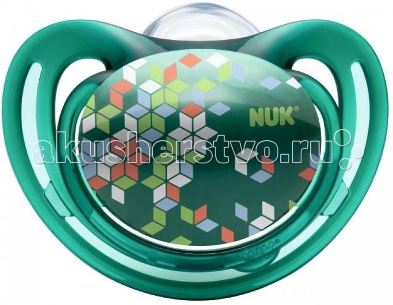 Пустышка Nuk ортодонтическая силиконовая для сна FreeStyle размер 2 (6-18 мес.)ортодонтическая силиконовая для сна FreeStyle размер 2 (6-18 мес.)Силиконовая ортодонтическая пустышка NUK FreeStyle. Продукция серии NUK Freestyle порадует каждого, так как все продукты не только привлекают внимание, но и досконально продуманы.  Особенности: Ортодонтическая форма пустышки полностью повторяет форму соска матери во время кормления и позволяет кормить ребенка естественным способом. Благодаря анатомической форме пустышка идеально подходит по форме к ротовой полости.  Пустышка оснащена специальным клапаном NUK AIR SYSTEM, благодаря которому соска остается мягкой и не теряет форму даже тогда, когда из нее выходит воздух.  Изготовлена из высококачественного силикона. Силикон - прочный гипоаллергенный материал, который не вступает в химическую реакцию со слюной, хорошо стерилизуется, не теряет форму и не впитывает запахи.<br>