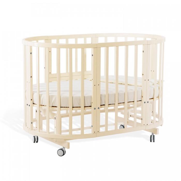 Кроватка-трансформер Nuovita  Nido Magia 5 в 1Nido Magia 5 в 1Кровать-трансформер Nido Magia, в которой объединились изысканный дизайн, практичность и передовые технологии, поможет наилучшим образом организовать спальное место для малыша и подарить ему спокойный сон и полноценный отдых. Она изготовлена на современном оборудовании в соответствии с европейскими стандартами качества и под строгим контролем специалистов из Италии. Ее исполнение безупречно, а материалы натуральны и безопасны: корпус кроватки выполнен из знаменитого своей прочностью бука и покрыт экологически чистыми красками и лаками.  Главное преимущество этой модели – большое число возможных трансформаций. Для новорожденного младенца она послужит уютной колыбелью, для малыша ясельного возраста станет комфортной кроваткой, затем – стильным диванчиком, а для подросшего ребенка превратится в полноценную подростковую кровать. При этом как колыбель, так и кроватку можно установить на маятник для укачивания и (или) на колесики, чтобы легко передвигать по комнате. И маятник, и колесики легко фиксируются специальными стопорами, что делает эту модель очень удобной в эксплуатации. Кроме того, она может использоваться в качестве пеленального стола, приставной кроватки в спальню родителей, устойчивого и безопасного манежа, комплекта игровой мебели из столика и пары кресел. Кровать-трансформер Nido Magia словно развивается вместе с ребенком, год за годом обеспечивая ему комфорт, спокойный сон и даже пространство для игр и занятий.  Благодаря отсутствию углов кроватка в любой из возможных трансформаций остается безопасной для ребенка, к тому же округлые линии придают ее дизайну легкость и изысканность. А расширенная цветовая палитра из популярных оттенков позволяет подобрать расцветку на любой вкус в зависимости от эстетических представлений родителей и особенностей интерьера. Все эти преимущества делают кровать-трансформер Nido Magia итальянского бренда Nuovita поистине идеальным решением для детской комнаты и помо
