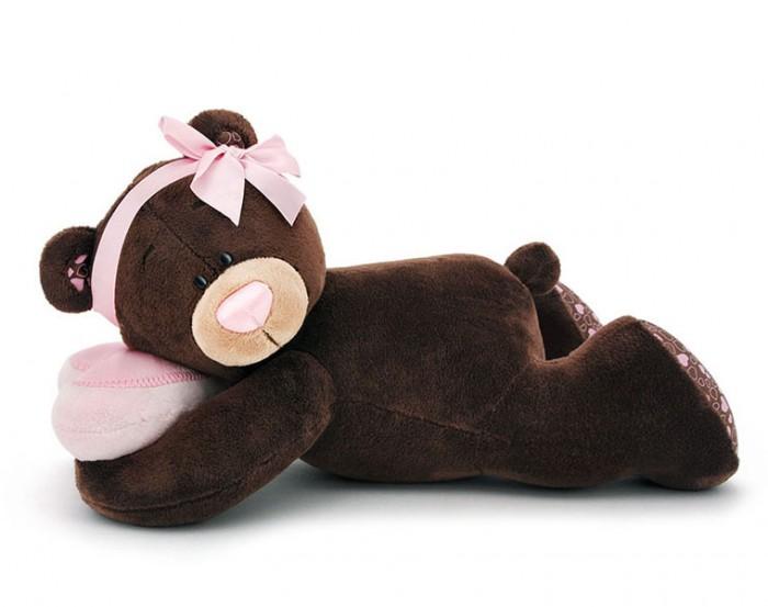 Мягкая игрушка Orange Milk Медвежонок-девочка лежебокаMilk Медвежонок-девочка лежебокаМягкая игрушка Milk Медвежонок-девочка лежебока привлечет внимание любого малыша.   Забавная мягкая игрушка - прекрасный выбор к любому празднику!  Мягкая игрушка наполнит мир вашего малыша приятными ощущениями и положительными эмоциями. Способствует развитию воображения и тактильной чувствительности у детей.  Качество подтверждено сертификатами соответствия.  Изготовлено из гипоаллергенных материалов.  Состав:  Мех искусственный, трикотажный.  Полое полиэфирное волокно.  Полиэтиленовые гранулы.  Фурнитура из пластмассы.<br>