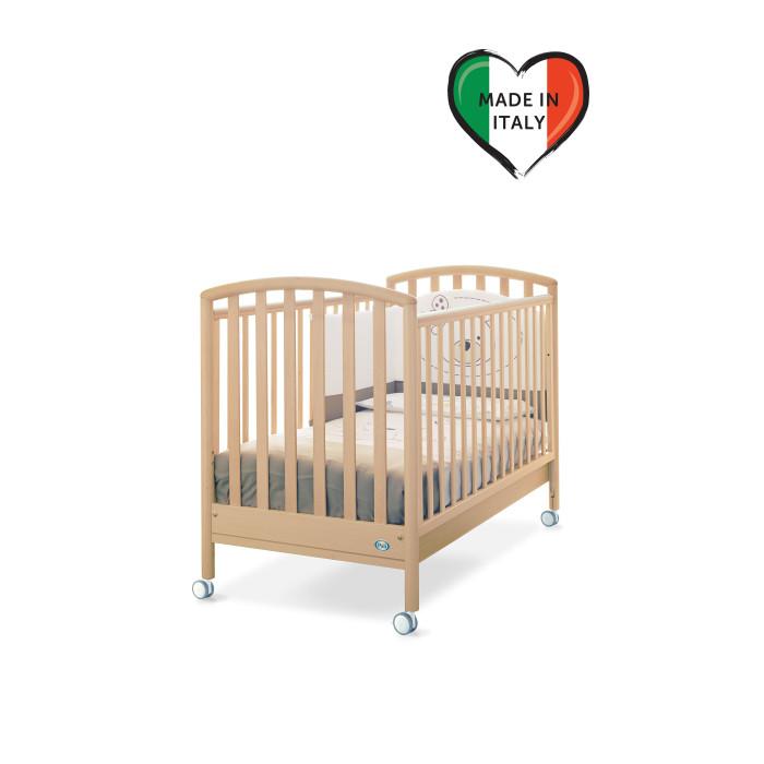 Детская кроватка Pali CiakCiakКровать Ciak сделана из выдержанного бука. Все лаки, краски и клей - натуральные и нетоксичные.  Бортики кровати опускаются на 20-25 см, один из них снимается полностью, так что кровать может использоваться как диванчик.   Pali Ciak оборудована запатентованым механизмом опускания боковин, который позволяет бесшумно одной рукой опускать и поднимать обе боковины. При этом исключена возможность ребенку самому это сделать.  На верхней части боковин установлены силиконовые накладки для зубов.  Подматрасник кровати выполнен в виде ортопедической сетки из неокрашенного бука и устанавливается в двух положениях по высоте.  Верхний уровень - на расстоянии 48 см. от поднятой боковины, нижний - 64 см.  Колеса покрыты резиновыми накладками , два колеса оборудованы блокирующим тормозом. Имеется выдвижной ящик, разделенный на две секции, выполненный из ламинированных панелей.  Кровать продается без матраса.  Размер наружный: 133x72 см. Размер внутренний:  125x65 см. Высота: 101 см.<br>