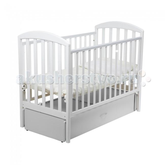 Детская кроватка Papaloni Джованни маятник 120х60Джованни маятник 120х60Детская кроватка-маятник Papaloni Джованни - это прекрасное решение для родителей, ценящих функциональность, классический дизайн и безопасность детской мебели. Кроватка предназначена для самых маленьких детей с рождения.  Благодаря маятниковому механизму ребенка легко успокоить и уложить спать.  В кроватке регулируется глубина спального места с ростом малыша (2 уровня ложа), а также уровень высоты боковины.   Когда малыш подрастет, боковину можно и вовсе снять, тогда в распоряжении ребенка оказывается удобный диванчик.  В кроватке Papaloni Джованни есть вместительный выдвижной ящик (кроме расцветок Черешня и Салатовый).  Материалы и безопасность Изделие изготовлено из массива бука и покрыто безопасными для детей лаками на водной основе.  На боковины можно прикрепить специальные накладки из ПВХ, которые входят в комплект. Они предусмотрены для защиты малыша от травматизма и долговечности мебели.  Высококачественная фурнитура от ведущих итальянских производителей продлевает срок эксплуатации кроватки.  Все кроватки прошли самый тщательный контроль и сертификацию на территории Российской Федерации.  Габариты и вес Вес в упаковке (кг) 50 Длина (см) 130 Ширина (см) 72 Размер спального места (см) 120х60<br>