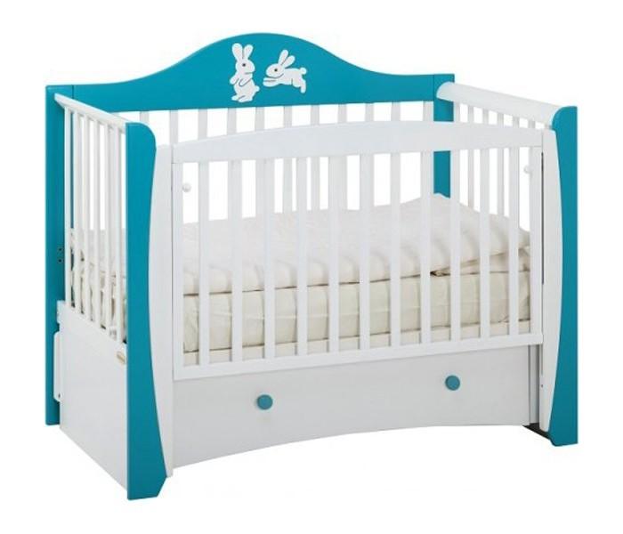 Детская кроватка Papaloni Olivia маятникOlivia маятникДетская кроватка Papaloni Olivia маятник декор Зайцы изготовлена из массива , надежный продольный маятниковый механизм с опускающейся боковиной.   Может использоваться в качестве стационарного диванчика для ребенка до 4 лет.  Основные характеристики: Размер 125х65 оснащена опускающейся боковиной, на обеих боковинах предусмотрены ПВХ-накладки два уровня положения подматрасника маятниковый механизм качания при снятой опускающейся боковине кроватка может использоваться в качестве стационарного диванчика на возраст Вашего малыша до 4-х лет кровать комплектуется выдвижным ящиком для белья<br>