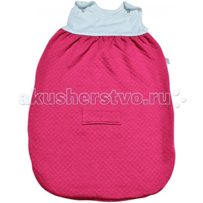 Спальный конверт Red Castle Sleeping Bag Tog2 0-6 мес.Sleeping Bag Tog2 0-6 мес.Спальные мешки Red Castle необычайно популярны у родителей, которые попробовали использовать их для сна малыша!  Благодаря специальной форме без рукавов, они защитят малыша от перегрева и обеспечат идеальную циркуляцию воздуха и теплообмен во время сна (очень важно, чтобы повышенная температура могла бы выходить через вырезы).   Созданная в Великобритании система, учитывающая влияние внешней температуры на терморегуляцию, была адаптирована для спальных мешков, с использованием TOG. Чем больше TOG, тем больше удерживается тепло. Спальные мешки RED CASTLE доступны в 3-х обозначениях TOG : TOG 0.5 – легкий хлопок, муслин, TOG 2 – слегка стеганный хлопок, TOG 3 – нежный флис. С помощью приведенной таблицы вы можете подобрать наиболее подходящий спальный мешок для вашего малыша.  Предупреждение: не подбирайте спальный мешок, учитывая температуру на улице. Всегда учитывайте температуру комнаты, в которой спит ребенок и одежду, которую вы оденете под спальный мешок.  Основные характеристики: Два уровня регулировки длины с помощью кнопок на плечах у моделей 55, 65 и 75 см для лучшей адаптации под размеры ребенка. Длинная молния облегчает процесс пеленания. Отсутствие рукавов обеспечивает циркуляцию воздуха и предотвращает перегрев. Теплый воздух может свободно циркулировать, при перегреве, выходить наружу через вырезы для рук. Размеры: 0-6 месяцев Материал: TOG 2: Стеганый хлопок Уход: Машинная стирка.<br>