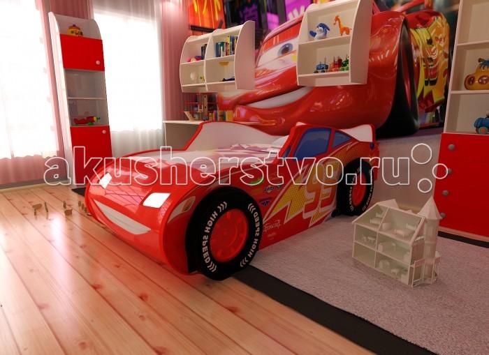 Детская кроватка Red-River машина 3Dмашина 3DЭто не просто детская кровать выполненная в виде машины. Это – настоящее воплощение известнейшего Молнии МакКуина, в объемном виде. Она подойдет любому мальчику. Особенностью этой модели являются объемные пластиковые колеса, которые добавляют кровати реалистичности и делают сон и активные игры на ней куда приятнее и интереснее. А для максимального погружения в атмосферу у кровати присутствует подсветка в виде светящихся фар. Это будет очень полезно, особенно в том случае, если ребенок боится темноты. Как только он испугается какого-то шороха – ему достаточно будет включить фары и разогнать мрак, представляя себя водителем самой быстрой машины на свете.  универсальный корпус кровати светодиодная подсветка фар пластиковые колёса изображение с разрешением 1440 dpi подходит под матрасы размером 160х70 см подъемное дно кроватки, оснащенное механизмами для фиксации и безопасного плавного открытия и закрытия дно ниши под постельное белье изготовлено из ХДФ - HighDensityFiberboard- производятся из тонкого листового материала высокой плотности, полученного методом горячего прессования измельченных древесных волокон. Материал экологически безопасен и прочен ортопедическое основание влагостойкое ламинированное покрытие  Размер кровати 185х100х80 см<br>
