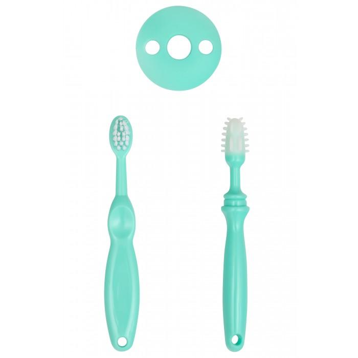 Roxy Зубная щетка + массажер + ограничительЗубная щетка + массажер + ограничительRoxy Зубная щетка + массажер + ограничитель состоит из двух щеток для десен и зубов.   Первая щеточка для совсем маленьких. Она состоит из непосредственно щетки и ограничительного кольца. Кольцо помогает предохранить ротовую полость от травм, возможных при глубоком проникновении щеточки в рот ребенка. Форма щетки помогает аккуратно массажировать десна ребенка. Особенно это полезно в период прорезывания зубов.   Вторая щеточка для деток постарше. Благодаря материалу (нежная резина) щетка аккуратно удаляет налет с десен и зубов.  Цвета в ассортименте<br>