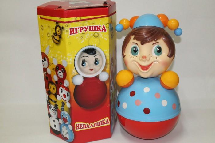 Развивающая игрушка Russia Неваляшка 41 смНеваляшка 41 смИгрушка неваляшка - одна из самых любимых игрушек малышей. Она совмещает в себе погремушку и устройство, благодаря которому неваляшка никогда не упадет.   Яркие цвета и удобная форма игрушки не оставят малыша равнодушным. Кроме того, неваляшка абсолютно безопасна даже для маленьких детей.   При раскачивании издает звук. Неваляшка - игрушка для развития у ребенка цветового, звукового и тактильного восприятия.  Она изготовлена из высококачественного российского пластика по строгим гигиеническим и санитарным нормам.   Высота неваляшки 41 см.   Неваляшка продается в цветной картонной подарочной упаковке.<br>