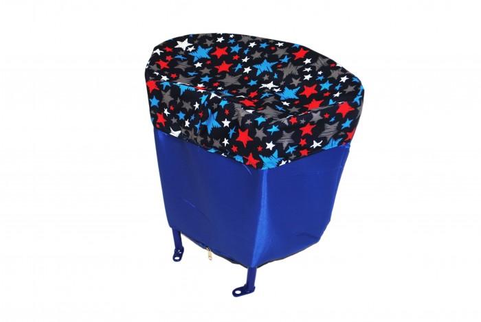 Санимобиль Багажник для санок с колесамиБагажник для санок с колесамиБагажник для санок с колесами Премиум может использоваться для перевозки различных вещей, например продуктов или игрушек. Он легко крепится сзади к спинке санимобиля.  В своей основе багажник имеет крепкий металлический каркас, обшитый плотной водонепроницаемой тканью. Крышка из плотной водоотталкивающей ткани для защищает содержимое от дождя, снега или грязи.    Тканевый чехол багажника легко снимается, его можно легко постирать при необходимости.   Объем багажника: 12 литров.  Рекомендуемая нагрузка: до 15 кг.<br>