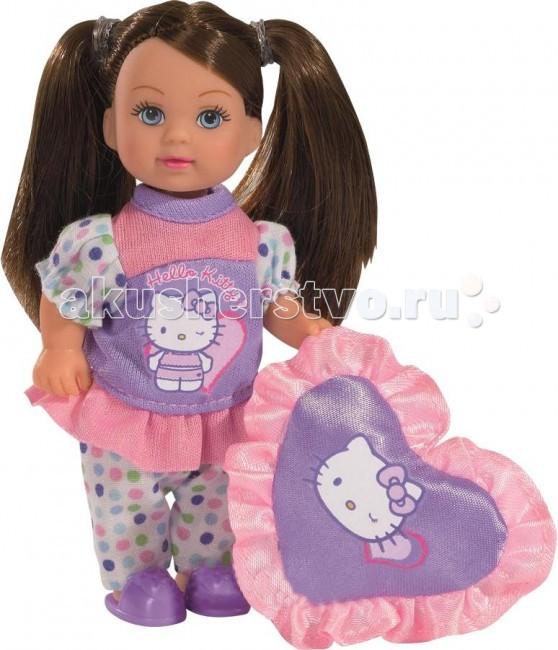Simba Кукла Еви Hello Kitty пижамная вечеринкаКукла Еви Hello Kitty пижамная вечеринкаКукла Еви Simba Hello Kitty пижамная вечеринка - милая куколка со светлыми длинными волосами, которые можно расчесывать, создавая разнообразные причёски непременно понравится вашей малышке.   Очаровательная Еви устраивает для своих друзей пижамную вечеринку в стиле Hello Kitty! Для этого у нее есть все необходимое. Любимая подушка в форме сердечка с изображением Китти поможет удобно устроится в кресле или на диване, а светящиеся фигурки позволят украсить интерьер комнаты и создать соответствующую случаю обстановку. Еви приглашает и свою маленькую подружку принять участие в этом интересном и необычном мероприятии.   Особенности:    Кукла сделана из высококачественного пластика.   Благодаря своей компактности, ее можно брать в дальнее путешествие!   Играя с куклой, ваша девочка придумает множество сюжетно-ролевых игр.   В игре будут развиваться творческие способности, фантазия, воображение и артистические навыки, а также внимательность, мелкая моторика и координация движения рук.    Высота куклы: 12 см<br>