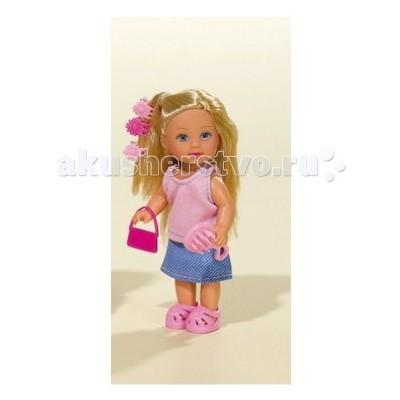 Simba Кукла Еви и аксессуарыКукла Еви и аксессуарыКукла Еви Simba и аксессуары - милая куколка с длинными волосами, которые можно расчесывать, создавая разнообразные причёски непременно понравится вашей малышке.   У Еви много интересных занятий и каждому хочется уделить побольше времени.   Особенности:    Кукла сделана из высококачественного пластика  Руки и ноги куколки подвижны, куколку можно сажать  Волосы Еви можно расчесывать, делать различные прически  Вся одежда легко снимается, куколку можно переодевать  Благодаря своей компактности, ее можно брать в дальнее путешествие  Играя с куклой, ваша девочка придумает множество сюжетно-ролевых игр  В игре будут развиваться творческие способности, фантазия, воображение и артистические навыки, а также внимательность, мелкая моторика и координация движения рук   Высота куклы 12 см<br>