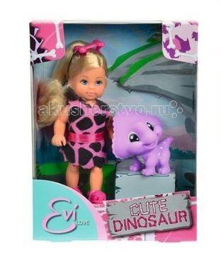 Simba Кукла Еви с динозаврикомКукла Еви с динозаврикомКукла Еви Simba с динозавриком - милая куколка с длинными волосами, которые можно расчесывать, создавая разнообразные причёски непременно понравится вашей малышке.   Еви дружит с милым динозавриком яркого окраса и приятного на ощупь.  Куколка одета в платье, напоминающее одежду первобытных людей, а в ее волосах красуется розовая заколочка в виде косточки. В комплект входит очаровательный малыш-динозаврик, который сразу покорит сердце вашей девочки своим изумительным видом.   Особенности:    Кукла сделана из высококачественного пластика  Руки и ноги куколки подвижны, куколку можно сажать  Волосы Еви можно расчесывать, делать различные прически  Вся одежда легко снимается, куколку можно переодевать  Благодаря своей компактности, ее можно брать в дальнее путешествие  Играя с куклой, ваша девочка придумает множество сюжетно-ролевых игр  В игре будут развиваться творческие способности, фантазия, воображение и артистические навыки, а также внимательность, мелкая моторика и координация движения рук   Высота куклы 12 см<br>