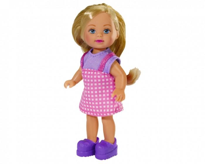 Simba Кукла Еви в летней одеждеКукла Еви в летней одеждеКукла Еви Simba в летней одежде - милая куколка со светлыми длинными волосами, которые можно расчесывать, создавая разнообразные причёски непременно понравится вашей малышке.   Пришло лето и Еви одевается в яркую одежку, что подходит для хорошей погоды: юбку, маечку или сарафан. На ваш выбор есть шесть пупсов, одетых в разную одежду.   Особенности:    Кукла сделана из высококачественного пластика  Руки и ноги куколки подвижны, куколку можно сажать  Волосы Еви можно рассчесывать, делать различные прически  Вся одежда легко снимается, куколку можно переодевать  Благодаря своей компактности, ее можно брать в дальнее путешествие  Играя с куклой, ваша девочка придумает множество сюжетно-ролевых игр  В игре будут развиваться творческие способности, фантазия, воображение и артистические навыки, а также внимательность, мелкая моторика и координация движения рук   Высота куклы 12 см<br>