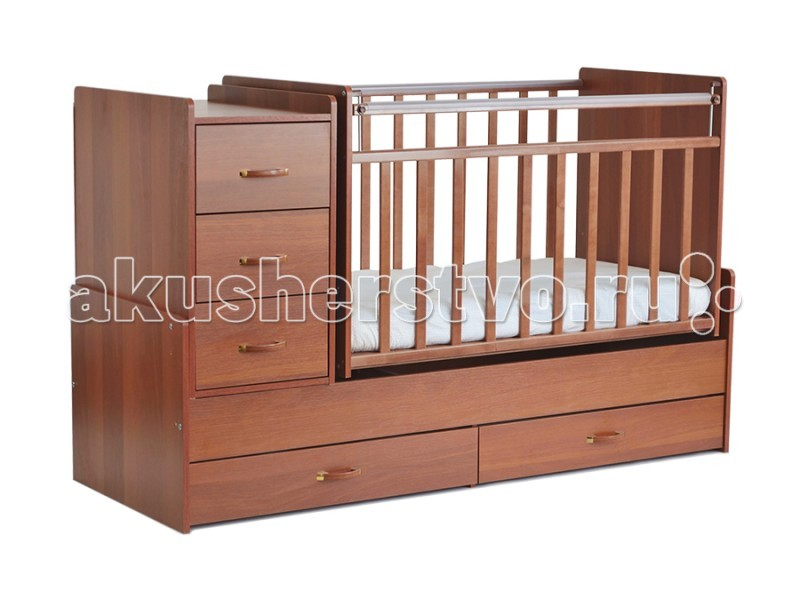 Кроватка-трансформер СКВ Компани СКВ-5 54403 поперечный маятникСКВ-5 54403 поперечный маятникКровать детская СКВ-5 54403 поперечный маятник это кровать-трансформер с поперечным маятниковым механизмом. подходит для детей с рождения до 10 лет кроватка с комодом трансформируется в подростковую кровать. Комод можно установить как с правой, так и с левой стороны. Два нижних выдвижных ящика на направляющих. Такая конструкция удобна тем, что не взаимодействует с покрытием пола, а перегородка между ящиками придает кроватке дополнительную жёсткость.  Характеристики: маятниковый механизм поперечного качания 2 уровня основания опускающаяся боковина механизм опускания: кнопка комод с 3 ящиками выдвижные ящики в нижней части кровати (открытые) Для производства кроватей используются только экологически чистые материалы – безвредные для малыша. Деревянные элементы изготовлены из массива северной берёзы, обработка которой осуществляется на территории предприятия.   Детали из ламинированной ДСП (древесно-стружечная плита) изготавливаются из высококачесвенных плит, соответствующих стандартам безопасности. Окрашивание мебели (включая внутренние видимые поверхности) осуществляется безвредными материалами компании в строгом соответствии с требованиями сертификации.   В нашей мебели используются качественные фурнитура и комплектующие российского и итальянского производства.<br>