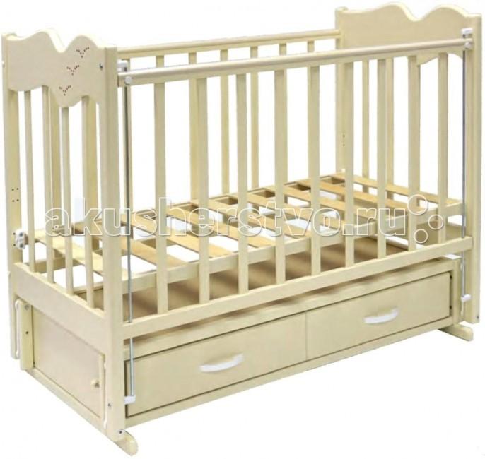 Детская кроватка Ведрусс Чайка 4 (продольный маятник)Чайка 4 (продольный маятник)Чудесная кроватка продольный маятник Чайка 4 легко впишется в комнату Вашего малыша. У кроватки есть ящик для белья, где Вы сможете хранить вещи и любимые игрушки ребенка.  Особенности:  - опускающаяся боковина(в дальнейшем кроватку можно использовать как диван),  - 3 уровня ложа,  - накладки ПВХ,  - кроватка украшена на боковой стенке стразами в виде чайки, - размер спального места 120х60 см;<br>