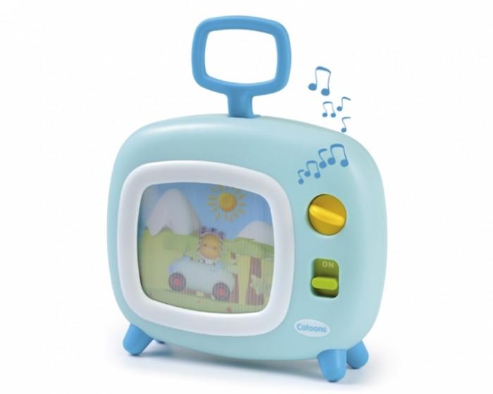 Smoby Cotoons Музыкальный телевизорCotoons Музыкальный телевизорЗабавный яркий игрушечный телевизор заинтересует малыша движущимися картинками и приятной мелодией.   На экране телевизора сменяют друг друга голографические картинки с героями любимого детьми мультфильма Малыши (Cotoons).   Справа от экрана кнопка включения и ручка завода: поворотом ручки заводится пружина, которая приводит в движение ленту с картинками.   Игру сопровождает приятная мелодия.   Телевизор снабжен ручкой, за которую малыш сможет его держать или переносить.  Игрушка стимулирует развитие внимания, а также зрительных, слуховых и осязательных навыков.<br>