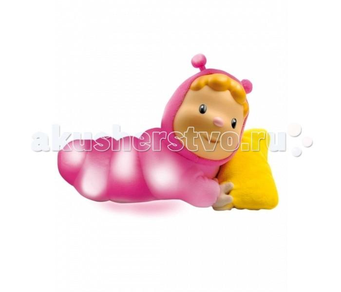 Smoby Cotoons Кукла-ночникCotoons Кукла-ночникМузыкальный ночник представляет собой симпатичную куколку, лежащую на мягкой подушке. Такой оригинальный ночник непременно понравится вашему ребенку, убаюкает и успокоит малыша милой мелодией.  Очаровательное личико плюшевой куклы обладает приятным запахом. Ночник может работать в двух режимах:  свет свет и звук  Размер: 20,5 см х 15,5 см х 10 см. Материал: текстиль, пластик.  Рекомендуется докупить 3 батареи мощностью 1,5V типа ААА.  Материал: текстиль, пластик.<br>