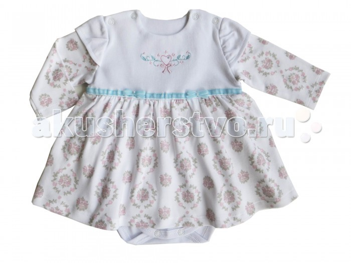 Soni Kids Боди-платье РомантикаБоди-платье РомантикаБоди-платье для девочек с отложным воротничком обязательно порадует малыша.   Модель пошита из плотного интерлока, благодаря чему изделие подойдет для детей с чувствительной кожей. Приятное к телу боди-платье хорошо сохраняет тепло, пропускает воздух и позволяет коже дышать, устойчиво к появлению затяжек и катышков, не меняет форму со временем.  Изделие имеет классический крой, оно не будет сковывать движений ребенка, обеспечивая комфортные ощущения в течение всего дня.   Удобная застежка с помощью металлических кнопок, расположенных на плечиках и между ножек, позволяет быстро одеть и раздеть ребенка. Боди с длинными рукавами и пышной юбочкой декорирован цветочным принтом, а также контрастной тесьмой и двумя бантиками на талии.  Состав: 100% хлопок (интерлок) Рекомендации по уходу: стирка при 30 градусах<br>
