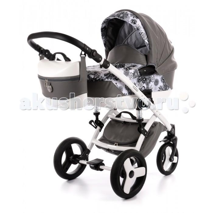 Коляска Tako Toddler крепление Maxone Eko 3 в 1Toddler крепление Maxone Eko 3 в 1Универсальная коляска Tako Toddler ECO крепление Maxone идеально подойдет для Вашего малыша с рождения и до 3-х летнего возраста.  Коляска отличается современным дизайном и функциональностью. Благодаря исключительным конструкционным решениям имеет легкий вес в любой конфигурации. Материал обивки — экокожа.  Люлька: Материал корпуса — пластик Размеры внутренние (Д х Ш х Г): 84 х 38 х 20 см Вес — 4.5 кг  Толстый мягкий матрас Внешняя обивка — экокожа, внутри — 100% хлопок. Внутренняя обивка съемная, крепится на молнию и легко стирается Высота подголовника регулируется снаружи Может использоваться для перевозки в транспорте Большой капюшон с козырьком оснащен вентиляционным окошком, прикрытым антимоскитной сеткой Удобная верхняя ручка для съёма, установки и переноски люльки Боковые ручки  Прогулочный блок: Вес — 5 кг Регулировка высоты спинки в 4-х положениях, включая горизонтальное Подножка обшита эко-кожей и регулируется в 4-х положениях Ремни безопасности с регулировкой по высоте, пятиточечные с мягкими накладками Съемный бампер Большой капюшон с козырьком оснащен вентиляционным окошком, прикрытым антимоскитной сеткой Прогулочный блок укомплектован теплым чехлом на ножки  Шасси: Стильная алюминиевая рама Вес (с колесами) — 8 кг Легко и компактно складывается 2-х ступенчатая регулируемая система амортизации Возможность установки люльки, прогулочного блока и автокресла несколькими движениями Люлька и прогулочный блок устанавливаются в обе стороны движения Большие надувные колеса на подшипниках обеспечивают мягкий ход Центральный тормоз Передние поворотные колеса с фиксацией по ходу движения Регулируемая по высоте ручка Различная ширина передней и задней осей Корзина для покупок  Автокресло- предназначено детям от 0-13 кг. Можно использовать как люльку-переноску и люльку-качалку. 3х-точечные ремни безопасности. Мягкий, комфортный вкладыш для самых маленьких. Чехол на ножки. Материал и крыш