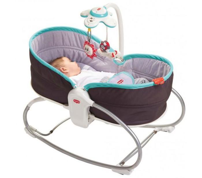 Tiny Love Люлька-баунсер 3 в 1Люлька-баунсер 3 в 1Переносное детское кресло с режимом вибрации и съёмной дугой с закрепленной на ней электронной свето-музыкальной игрушкой, на которые крепятся игрушки: краб со звуковыми и световыми эффектами. Уровень наклона кресла можно регулировать (сидя, лёжа). Устройство вибрации (не входящее в резонанс с биологическими ритмами человека, не вызывает расстройства и вестибулярного аппарата и не может вызвать привыкания). Противоскользящие ножки. Мягкий чехол и ремни безопасности. Дополнительной функцией данного кресла является механическая люлька, которая позволит маме по старинке укачивать малыша, а специальные стопперы и регулятор высоты кресла позволят зафиксировать его как в положение полулежа так и превратить в уютную колыбельку для малыша.  Нагрузка 18 кг – усиленный профиль рамы.  В комплект входит:  кресло в сборе - 1 шт.,  съемный элемент с электронной игрушкой - 1 шт.,  погремушка - 2 шт.,  подарочная коробка - 1 шт.,  инструкция - 1 шт.  Размеры: высота — 57 см,  ширина – 48 см,  длина – 72 см.  высота спинки: 43 см,  глубина: 30 см;  ширина сиденья – 35 см,  ширина в плечах – 37 см;  длина спального места – 70 см;  высота бортика у изголовья – 24 см,  посередине – 12 см,  в ногах – 19 см.  Сидение находится на расстоянии 29 см от земли.<br>