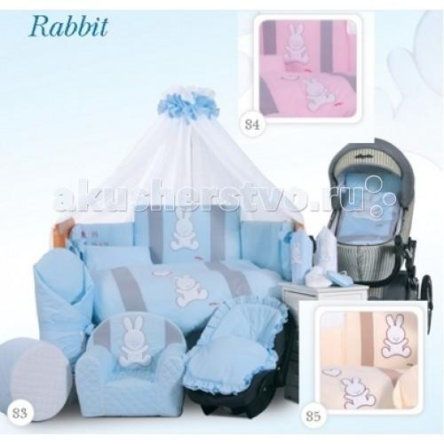 Комплект в кроватку Tuttolina Rabbit (6 предметов)Rabbit (6 предметов)Комплект Tuttolina Rabbit произведен из 100% польского хлопка. Набор пошит из комбинации приятных глазу цветных тканей, а прелестная аппликация в виде зайчика поможет малышу расслабиться и спокойно уснуть.  Состав комплекта из 6 предметов: защитное ограждение 360 х 30 см/40 см (у изголовья) из 4-х частей на молнии; Наполнитель - силиконизированный синтепон, который не боится глажки утюгом пододеяльник на молнии 105 см х 135 см наволочка 40 см х 60 см на молнии простыня 120 см х 60 см на резинке одеяло 100 см х 130 см подушка 58 см х 38 см материал: 100% хлопок  Tuttolina - польская торговая марка, которая специализируется на изготовлении качественного детского постельного белья для самых маленьких. В пошиве всех изделий ТМ Tuttolina используются 100% натуральные, гипоаллергенные ткани, такие как хлопок и сатин, которые имеют европейский сертификат качества и очень популярны в Европе.  Tuttolina изготавливает экологически чистое постельное белье для новонарожденных, наполнением которого является натуральный материал Trevira Bioactive. Этот наполнитель содержит в себе экстракт Алоэ Вера и обработан ионами серебра. В биоактивных волокнах Trevira действует активный фактор, гарантирующий постоянный антибактериальный эффект, на который не влияет стирка и использование изделия. Одеяло и подушка Tuttolina получили сертификат соответствия Медицинских изделий, выданный ITB Moratex. Кроме того в подушку и одеяльце для новонарожденного добавлен натуральный экстракт Алоэ, который обеспечивает здоровый и спокойный сон малыша, положительно влияет на кожу и не вызывает аллергии.<br>