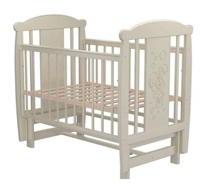 Детская кроватка Valle Bunny 05 (маятник продольный)Bunny 05 (маятник продольный)Удобная и функциональная детская кроватка Valle Bunny 05 предназначена для новорожденных детей и используется до 4-5 лет.   Изготовлена на современном оборудовании из натурального экологически чистого массива березы, что обеспечивает прочность и долговечность. Высокое качество отделки. Для окраски применяются лаки, не содержащие вредных для здоровья ребенка веществ. Украшает кроватку декоративная резьба спинки.  Характеристики: Материал: целиковая древесина березы, декоративная вставка МДФ  Основание реечное регулируется по высоте Реечные панели по бокам не препятствуют естественной вентиляции Размер спального места стандартный 120х60, что позволяет легко подбирать постельное белье и матрасы для ребенка Кровать оснащена маятниковым механизмом продольного качания Фиксатор маятника Передняя стенка опускаемая Отсутствие выступающих углов и неровностей, что обеспечивает безопасность для малыша На спинке кроватки очаровательная резьба - зайчик  Размер 125х65х118 см.<br>