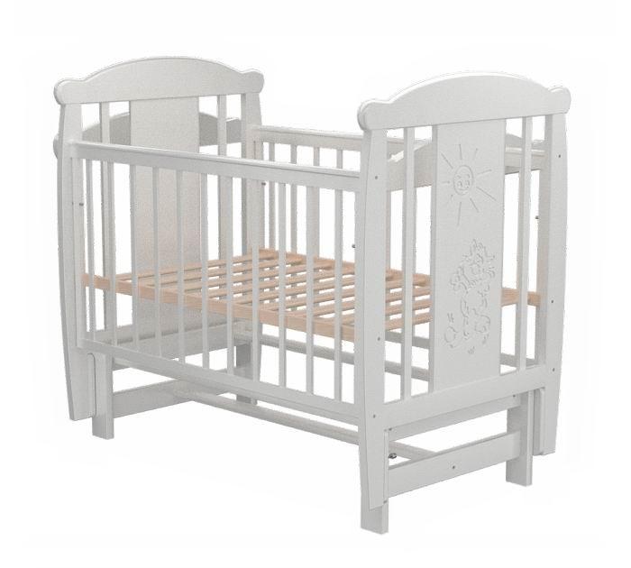 Детская кроватка Valle Cat 05 (маятник продольный)Cat 05 (маятник продольный)Удобная и функциональная детская кроватка Valle Cat 05 предназначена для новорожденных детей и используется до 4-5 лет.   Изготовлена на современном оборудовании из натурального экологически чистого массива березы, что обеспечивает прочность и долговечность. Высокое качество отделки. Для окраски применяются лаки, не содержащие вредных для здоровья ребенка веществ. Украшает кроватку декоративная резьба спинки.  Характеристики: Материал: целиковая древесина березы, декоративная вставка МДФ  Основание реечное регулируется по высоте Реечные панели по бокам не препятствуют естественной вентиляции Размер спального места стандартный 120х60, что позволяет легко подбирать постельное белье и матрасы для ребенка Кровать оснащена маятниковым механизмом продольного качания Фиксатор маятника Передняя стенка опускаемая Отсутствие выступающих углов и неровностей, что обеспечивает безопасность для малыша На спинке кроватки очаровательная резьба - котик  Размер 125х65х118 см.<br>