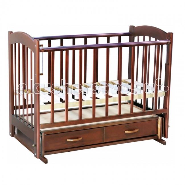 Детская кроватка Ведрусс Радуга №4 (маятник)Радуга №4 (маятник)Детская кроватка Ведрусс Радуга-4 с маятниковым механизмом поперечного качания, недорогая, качественная кровать с классическим дизайном:  Особенности: кровать укомплектована выдвижным ящиком для детских вещей; кроватка-маятник поперечного качания 3 уровня ложа по высоте, обеспечивает быстрый доступ для мамы и безопасность ребенка в любом возрасте; боковина опускается и снимается полностью, превращая кровать в диванчик для более взрослого ребенка на обеих боковых стенках имеются ПВХ-накладки для защиты зубок малыша Варианты цвета кровати: вишня, орех. Внешние размеры детской кровати Радуга-4: 125х74 см, Внутренние размеры для матраса: 120х60 см.<br>