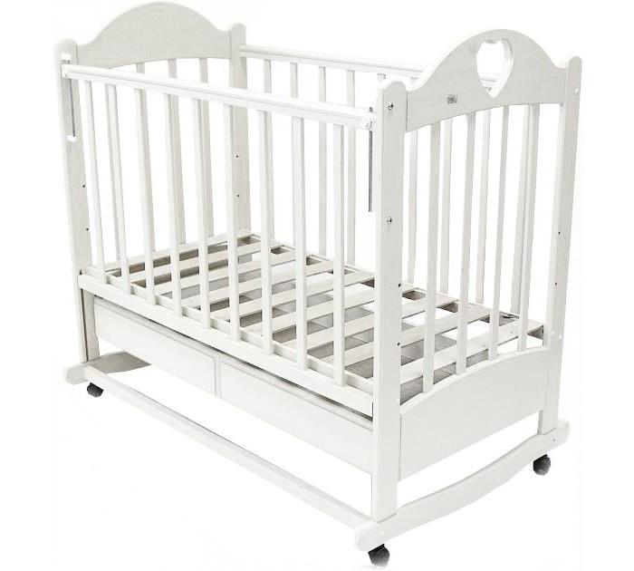 Детская кроватка Ведрусс Таисия №2 (качалка)Таисия №2 (качалка)Детская кроватка-качалка Ведрусс Таисия №2 настоящая надежная кроватка для ценителей качества. Кроватка качается очень легко и гарантирует Вашему малышу моментальное засыпание. А все благодаря встроенному в ее конструкцию механизму плавного маятникового качания. Вы с лёгкостью сможете зафиксировать кроватку и в неподвижном состоянии.   Детская кроватка оснащена большим выдвижным ящиком. Ящик является поистине огромным, благодаря ему у Вас просто отпадёт необходимость в приобретении дополнительного шкафа для хранения детских вещей и принадлежностей. Характеристики: три положения ложа  ПВХ-накладка  трансформируется в диван  реечное основание кроватки  отсутствие выступающих углов и неровностей, что обеспечивает безопасность для малыша  материал – береза (обеспечивает высокую прочность и долговечность)  древесина обработана экологически чистым лаком размеры ложа, см: 120х60<br>