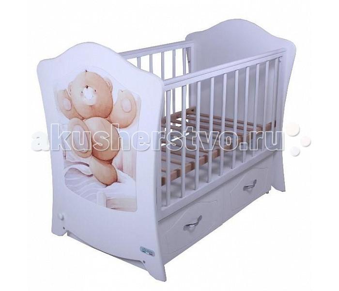 Детская кроватка Vikalex Sunny dance (маятник поперечный)Sunny dance (маятник поперечный)Удобная и функциональная детская кроватка Vikalex Simphony предназначена для новорожденных детей и используется до 3-4 лет.   Изготовлена на современном оборудовании из качественных материалов, что обеспечивает прочность и долговечность. Высокое качество отделки. Для окраски применяются лаки, не содержащие вредных для здоровья ребенка веществ. Украшает кроватку декоративная вставка на спинке.  Характеристики: Основание реечное регулируется по высоте Реечные панели по бокам не препятствуют естественной вентиляции. Безопасное расстояние между рейками 85 мм. Размер спального места стандартный 120х60, что позволяет легко подбирать постельное белье и матрасы для ребенка Кровать оснащена маятниковым механизмом поперечного качания Фиксатор маятника Передняя стенка опускаемая Отсутствие выступающих углов и неровностей, что обеспечивает безопасность для малыша Выдвижные ящики закрытого типа для удобства хранения детских вещей, постельных принадлежностей, памперсов или игрушек  На спинке кроватки декоративная вставка - мишка  Размер 127х77х105 см.<br>