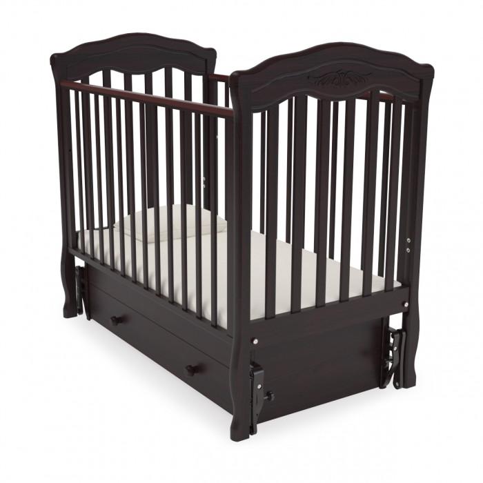 Детская кроватка Гандылян Шарлотта (универсальный маятник)Шарлотта (универсальный маятник)Внешний вид и функциональность делает эту детскую кроватку привлекательным предложением. Кроватка дополнит Ваш интерьер и подарит младенцу крепкий сон. Модель Шарлотта оснащена продольным и поперечным маятниковым механизмом.  Внутренние размеры (см): 120 х 60. Материал: бук.  Особенности: Уникальный (запатентованный) механизм опускаемой боковины в 2-х положениях с фиксатором; Два уровня ложе по высоте; Удобный, вместительный выдвижной ящик для белья; Силиконовые накладки; механизм поперечного или продольного качения; Отсутствие острых углов и деталей.  Детская мебель изготовлена фабрикой Gandylyan, из натурального, высококачественного БУКА, (корпусные детали — ДСП) на современном оборудовании с применением экологически чистых и абсолютно безопасных лакокрасочных материалов, в соответствии с международными стандартами качества. Вся продукция фабрики проходит тройной контроль качества, что минимизирует возможность попадания брака в руки клиента. Покупая детскую мебель Gandylyan Вы можете быть абсолютно уверенны в высоком качестве, надёжности, безопасности и долговечности.<br>